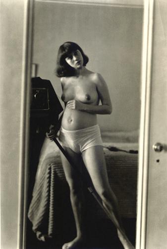 Diane Arbus, self-portrait pregnant